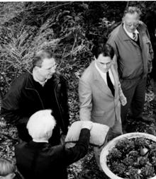 Rechts op de foto v.l.n.r.: (op de rug gezien) dr. Klesser, Henk van Woudenberg, Martin Wassen en Jan Osnabrugge