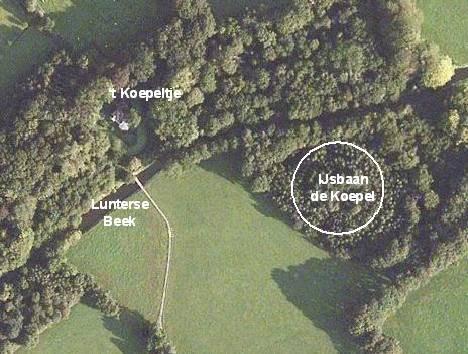 Een luchtfoto van de omgeving van de voormalige ijsbaan.