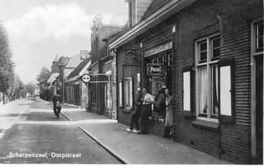 De winkel van Marinus Blanken, daarnaast het pand van Wesselink