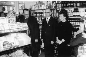 Opening door burgemeester Hoytema van Konijnenburg, 1964