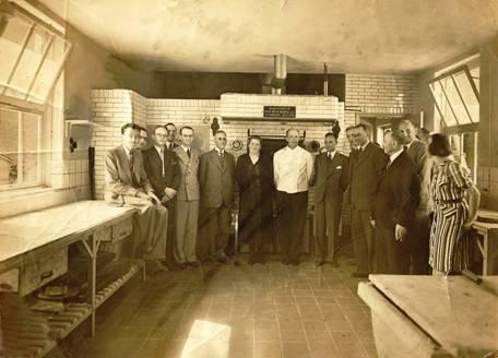 Opening in 1941, midden echtpaar Van Engelenhoven, naast Ringers en burgemeester Hoytema.