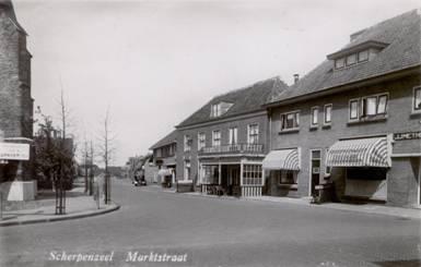 Situatie 1935. Midden bakkerij Van Engelenhoven naast De Prins.