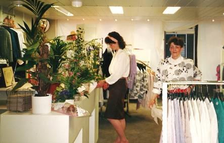 Jantine en Jannie Pater tijdens heropening, 1989.