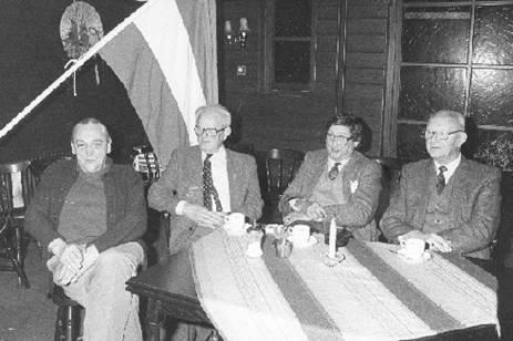 1984 v.l.n.r.: J. Boelouwer, J. Konijn, P. van Vollenhoven en W. Schimmel. Oud-bestuursleden van de Oranjevereniging.