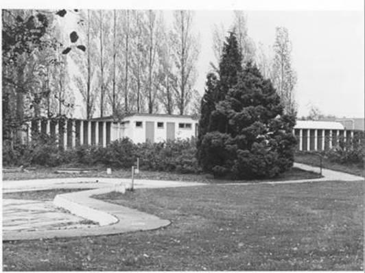 Kleedkamers en kleuterbad 1976.